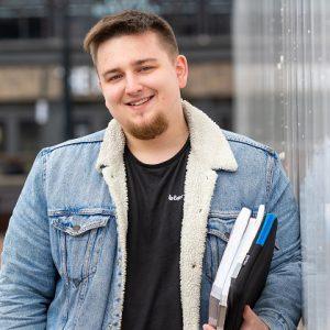 Kacper Bidniuk holding some books